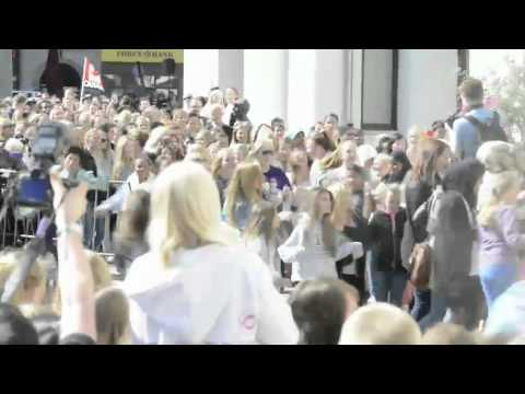 Crazy Bieber Fans Breaks Down Security Fence At Press Conference in Oslo Norway lol