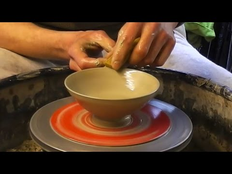 how to make some easy simple small pottery ceramic bowls on the
