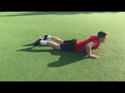 Комплекс силовых упражнений выполняет Вратарь из ВХЛ на летних сборах