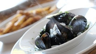 Beth's Easy Moules Frites (mussels + Fries)