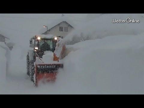 Schneechaos in Österreich - Vielfach kein Durchkommen mehr.