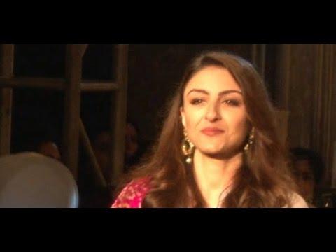 Soha Ali Khan & Kunal Kapoor walks for Maheka Mirpuri fashion show