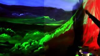 Aplicación de pintura luminosa y fluorescente