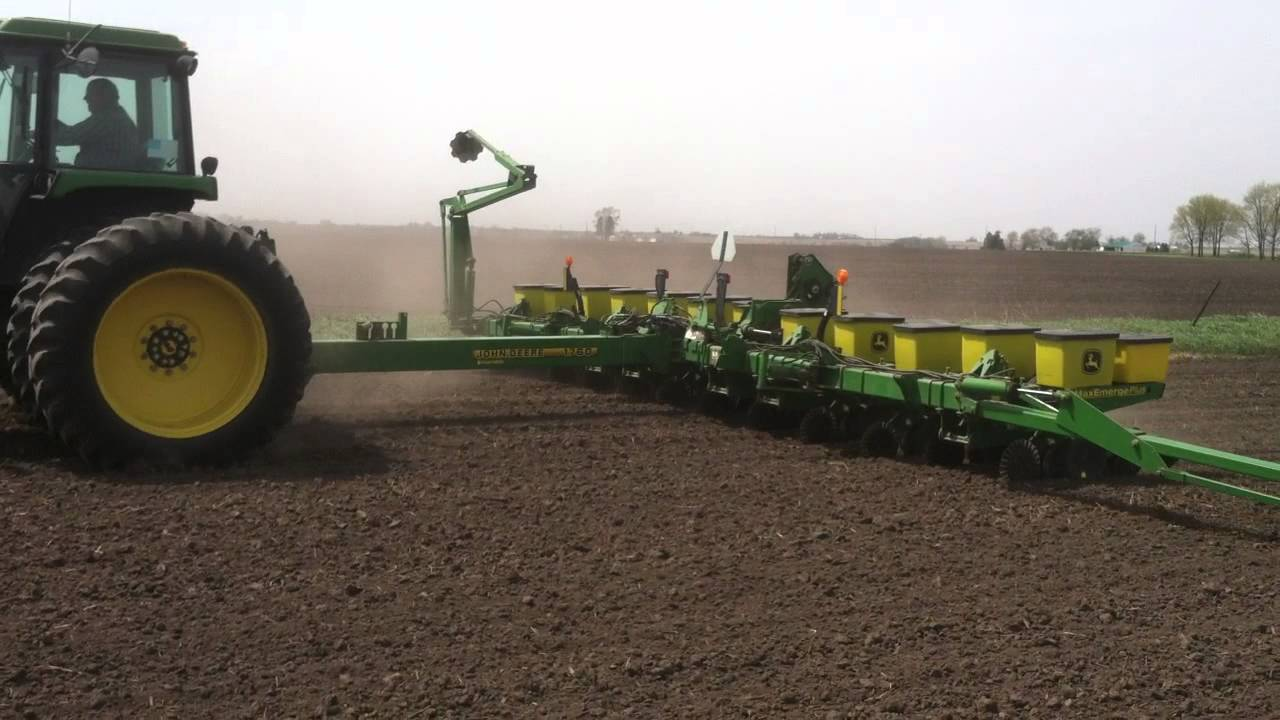 John Deere 1760 Planter Spring 2014 Youtube