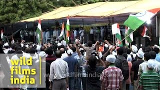National anthem being sung by Anna Hazare