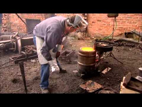 Casting a small iron cooking pot