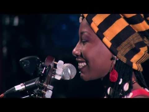 Fatoumata Diawara - Clandestin live at Bataclan, Paris