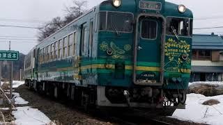 只見線会津坂本駅を発車する普通列車427D_2019年2月撮影