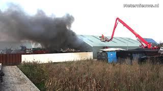 Loods behouden bij afval brand in Nijeveen