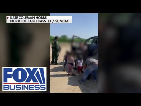 Shocking new video shows toddlers abandoned by human smugglers in the desert