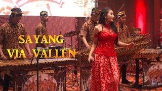 SAYANG - Angklung Malioboro CAREHAL feat Penyanyi Cantik ESSY MARIA (Live at Alana Hotel)