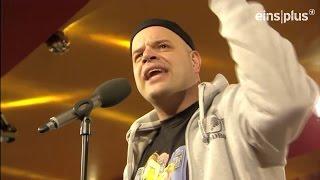 Freddy Farzadi bei den Stand Up Migranten (ARD eins plus)