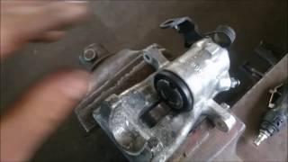 Jak zregenerować tylny zacisk hamulcowy Triki z Mechaniki #13