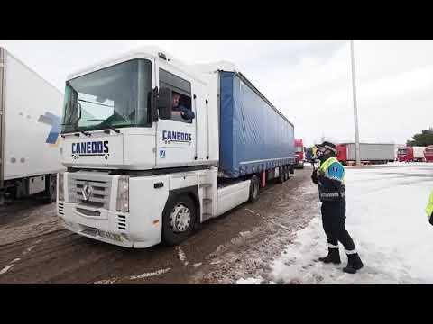 La policía retiene a los camiones en el párking del estadio Zorrilla de Valladolid.