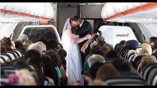 Couple marries on Jetstar flight