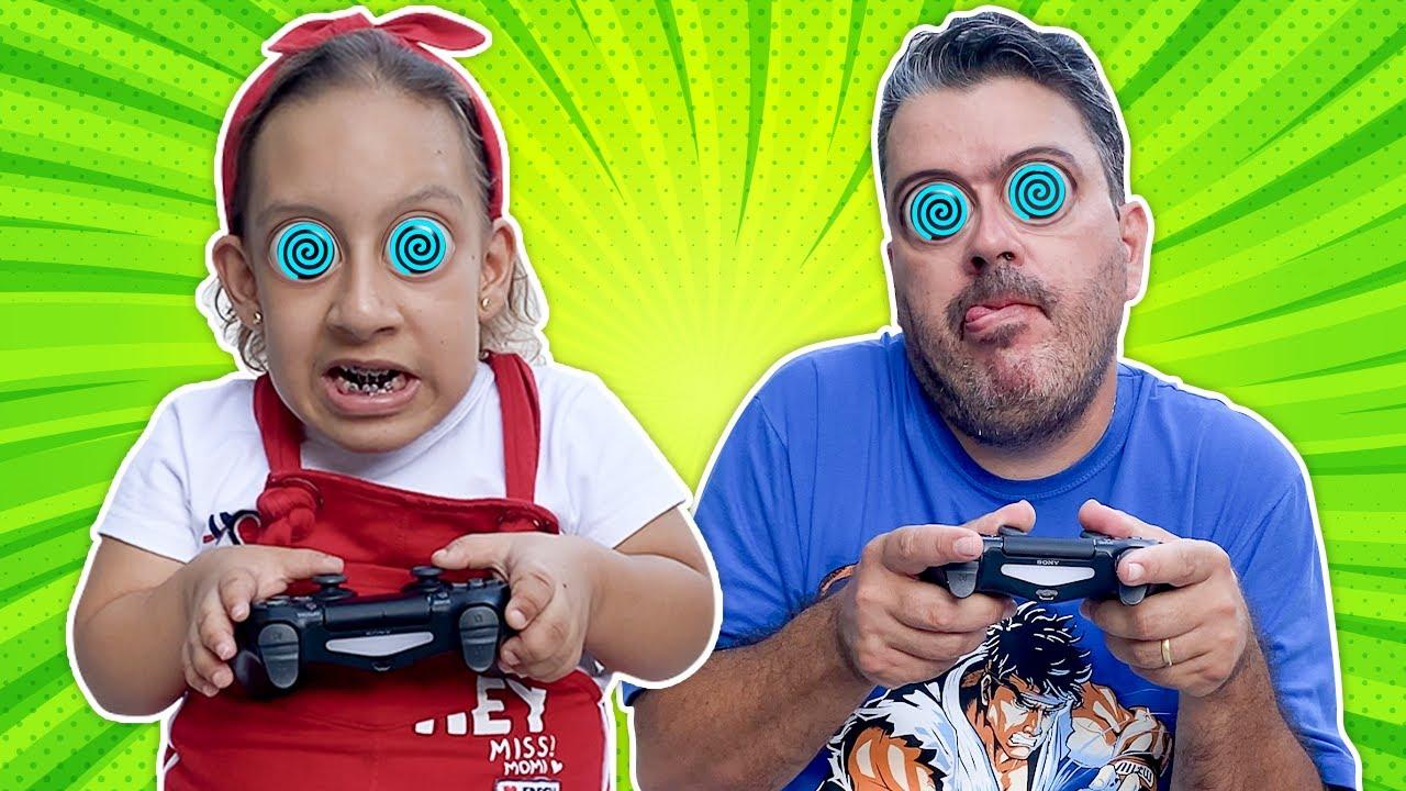 Maria Clara e Papai Hipnotizados com jogos eletrônicos - Família MC Divertida