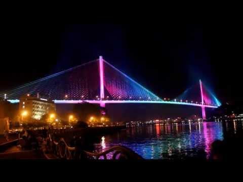 Trình diễn ánh sáng trên cầu Bãi Cháy
