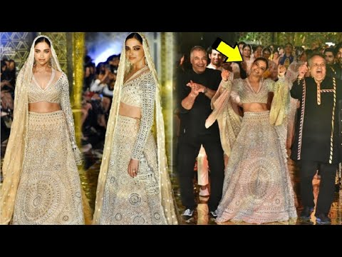 Deepika Padukone DAZZLES on the ramp as she walks for Abu Jani and Sandeep Khosla Mp3