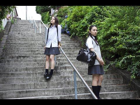 SNSや高校という空間で居場所を求め、大人と子供の狭間にいる女子高生たちの日常と心理を儚くリアルに映し出した青春ドラマ。『昼顔』の萩原...