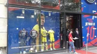 Un effet Neymar à la Boutique du PSG Champs-Elysées?