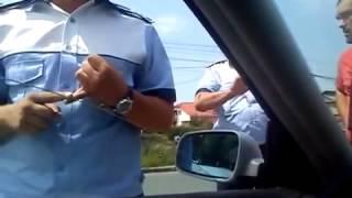 Atitudine fermă a unui polițist rutier vs cocalar