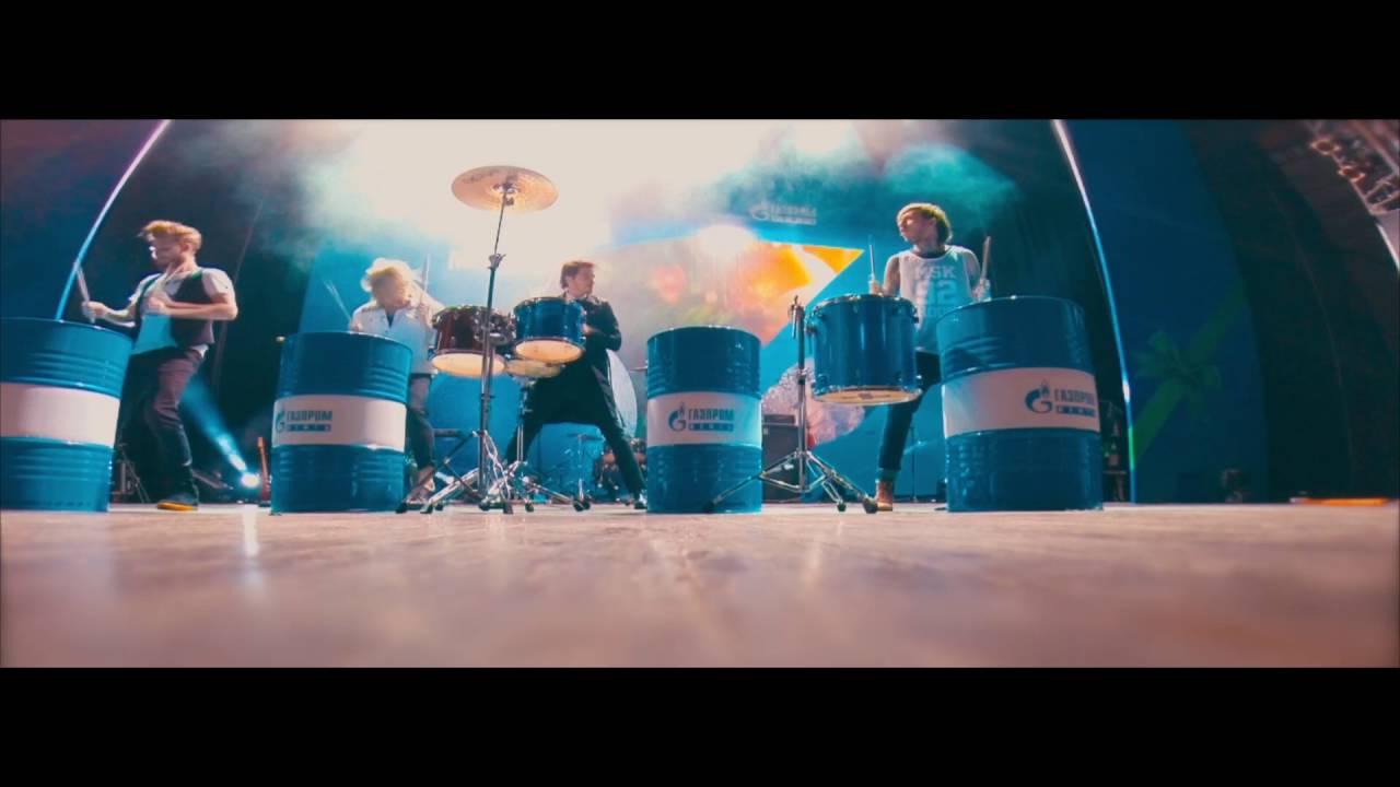 шоу на бочках, барабанное шоу барабанщиков, барабанщики на бочках