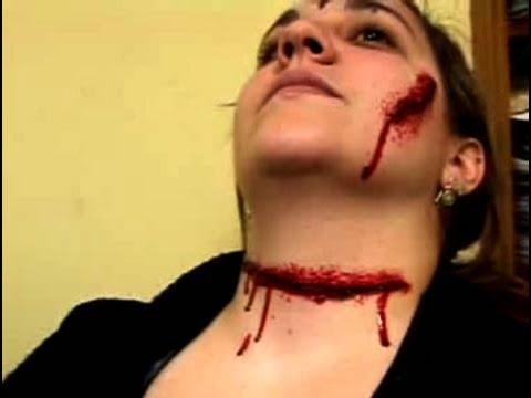 Cómo darse maquillaje para simular un corte en el cuello