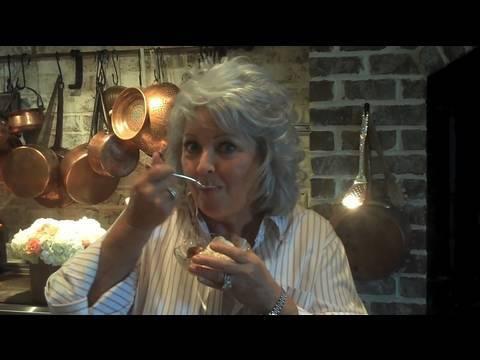 Paula Deen Cooks Peach Cobbler - Get Cookin' with Paula Deen