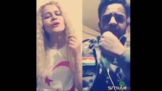 Türk Kızı Peşmergeye ölürüm Türkiyem şarkısını söylüyor