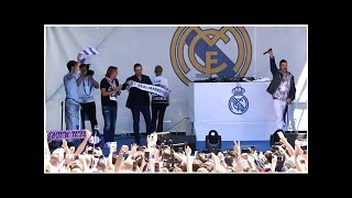 Real Madrid vs Liverpool: Raul, Arbeloa and Salgado get the crowd going in Kiev - MARCA in English