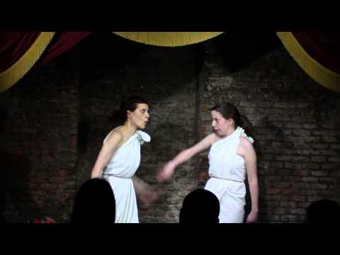 Escena Antigona e Ismene curso Iniciación