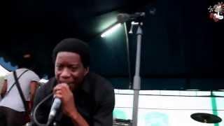 Anthony Makondetsa performing Muyuda live @ClubXL (malawi-music.com)