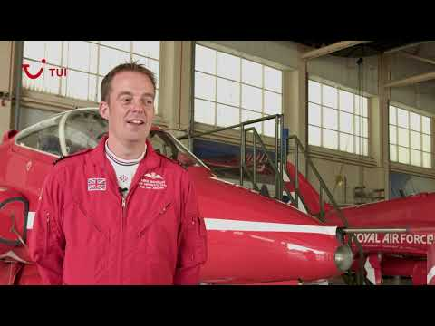 Red Arrows pilot Mike Bowden talks to TUI | TUI