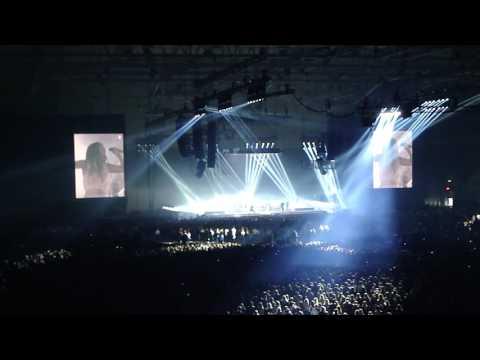 Rihanna- Bitch Better My Money live in Oslo