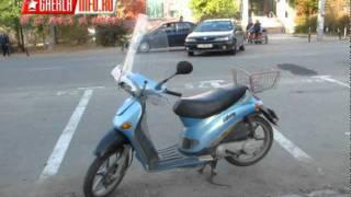 Un mopedist s-a izbit de un Renault pe strada Clujului din Gherla