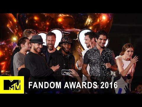 Teen Wolf Cast Wins Fandom of the Year | Fandom Awards 2016 | MTV