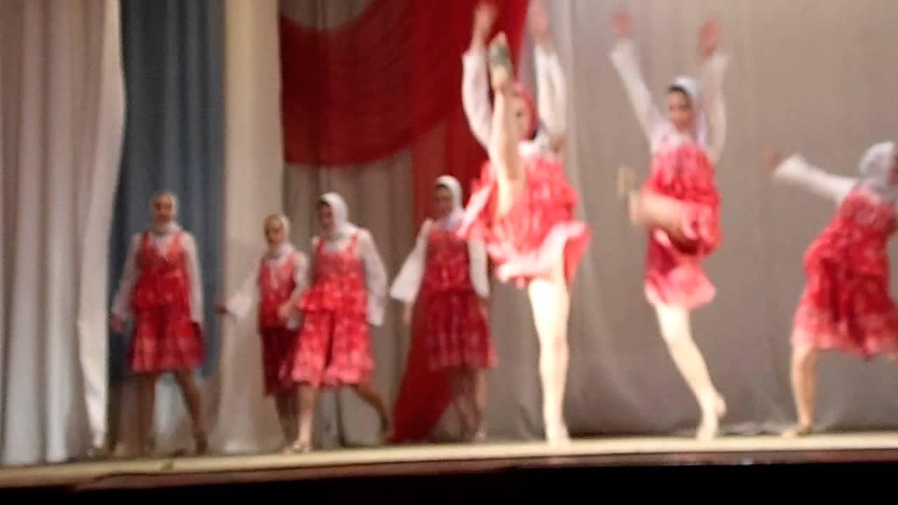 Подюбкой в танцэ