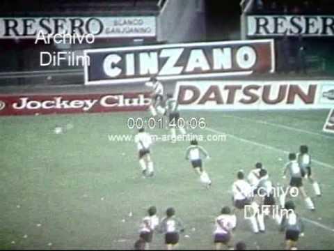 DiFilm - River Plate vs Sarmiento de Junin - Metropolitano 1982