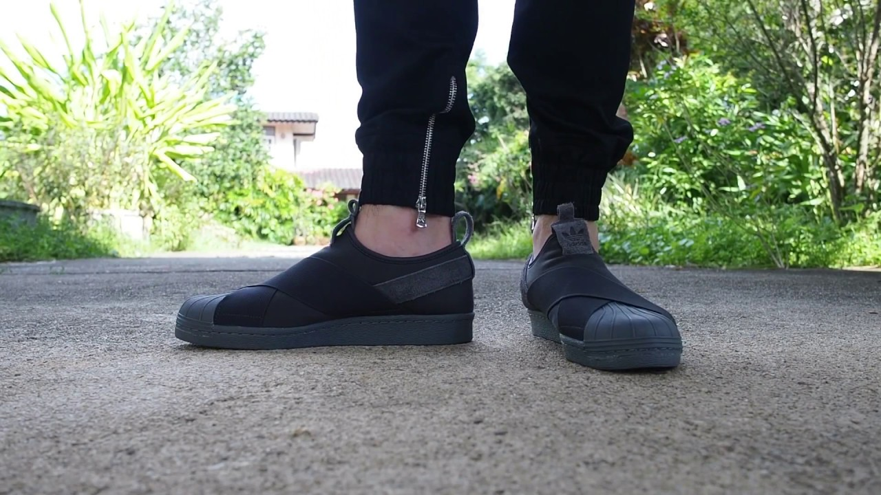 new concept 81961 f39aa Adidas Superstar Slip on Triple Black on Feet