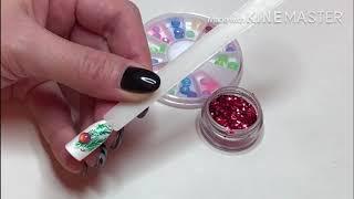 Елочные игрушки на ногтях. Новогодний дизайн