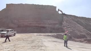 قناة السويس الجديدة : فيديو أنهيار اكبر جبل بقناة السويس الجديدة باللوادر والحفارات