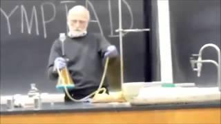 Обычный урок химии в школе