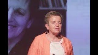 Kaj smo pozabli vprašati stare starše, pa bi jih morali? | Milena Miklavčič | TEDxSevnica