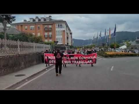 """La hostelería de Viveiro escenifica su funeral ante la """"inxustiza"""" de los cierres"""