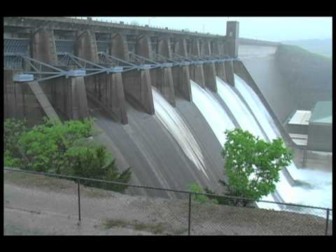 Table Rock Dam gates open