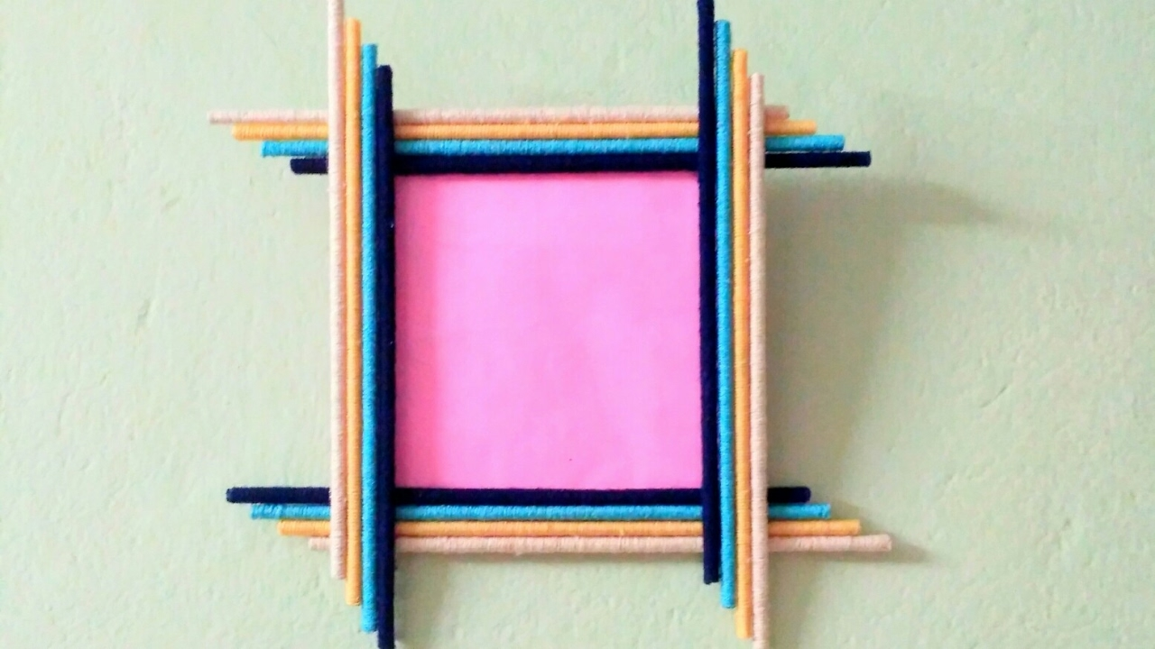 how to make a woollen photo frame also using newspaper youtube. Black Bedroom Furniture Sets. Home Design Ideas
