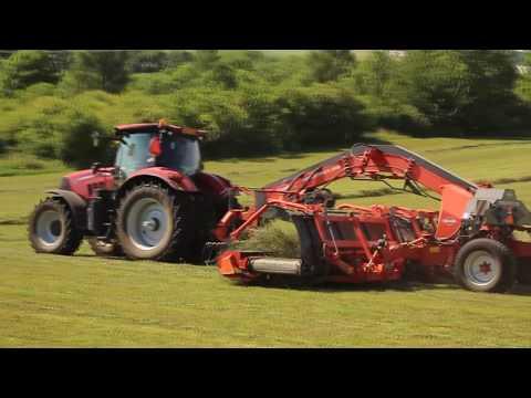 Case Puma 240 + Kuhn MergeMaxx 900 | Grass Silage | John Deere