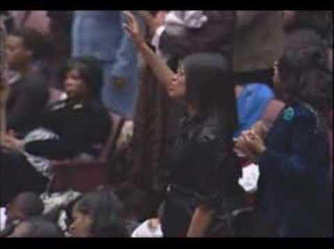 FGHT Dallas: Tony Wade sings