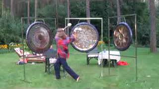Przepiękny koncert w naturze na 3 gongi. Ziemia, Woda i Ogień