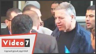 """بالفيديو..حمدى الفخرانى من سيارة الترحيلات : """" والله العظيم مظلوم..والقضية ملفقة"""""""